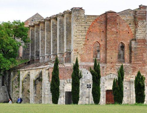 """L'abbazia di San Galgano e la """"spada nella roccia"""""""